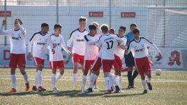 Viel Kampf, wenig Chancen: U17 gewinnt Gipfeltreffen mit 2:1