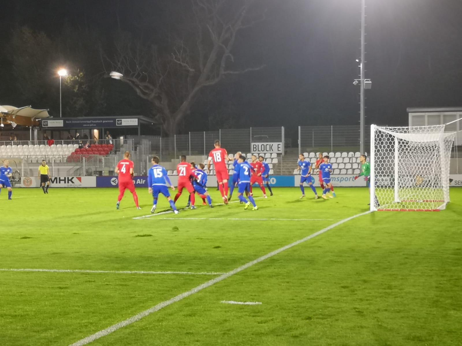 Ansicht des Rasens im Sportpark Dreieich während des Spiels des SC Hessen Dreieich gegen Viktoria Griesheim
